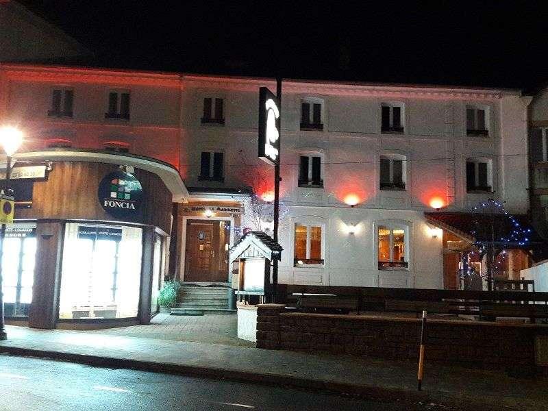 L' hôtel LA Marmotte côté rue.