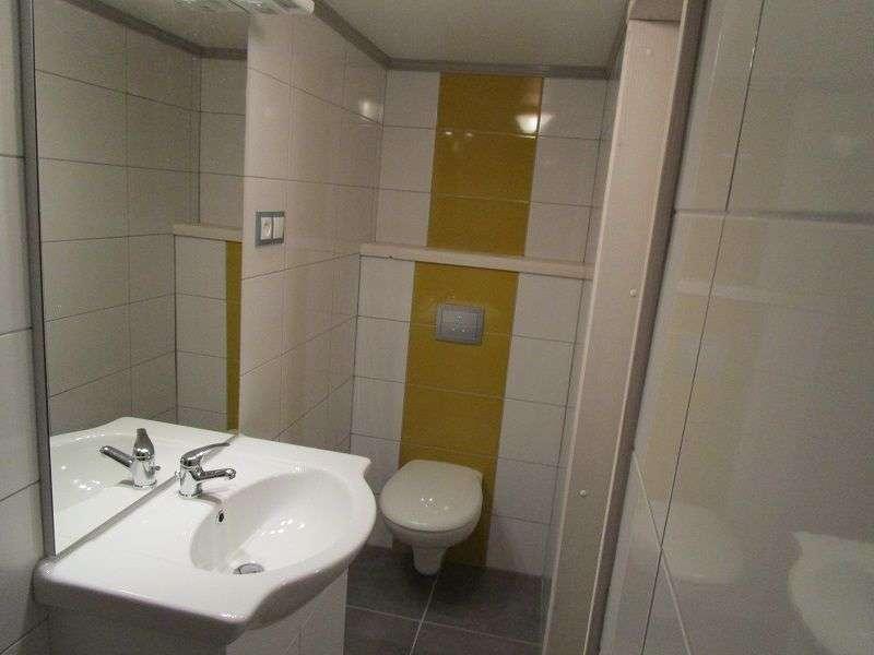 chambre 23 , salle de bain